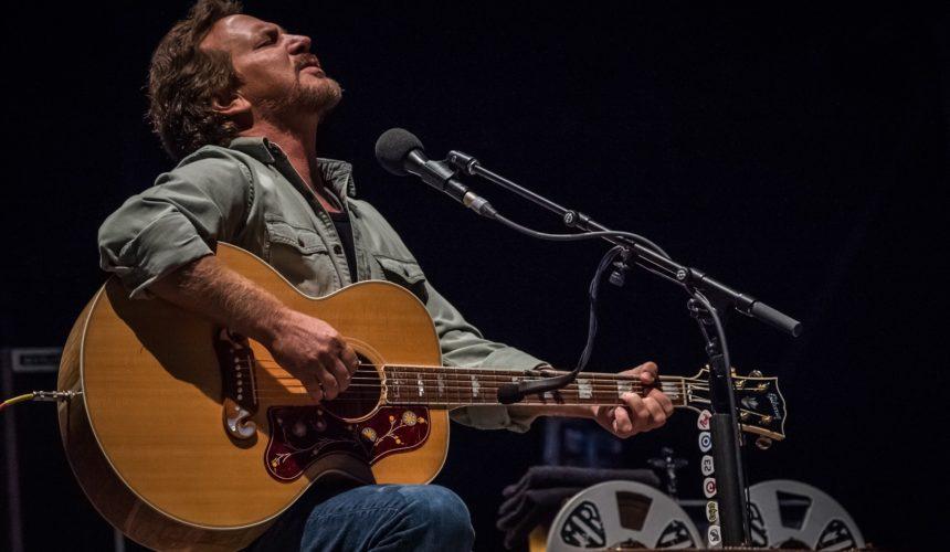 Eddie Vedder, voce e chitarra al Firenze Rocks